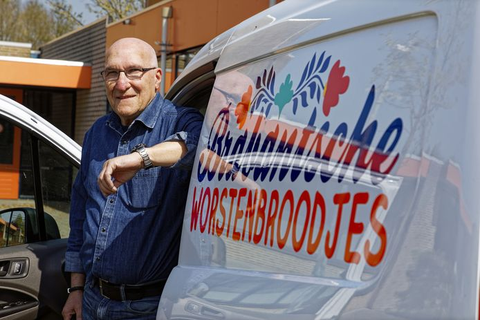 Drie dagen per week gaat Hans Pauwels (67) uit Berlicum op pad als chauffeur bij het bedrijf Brabantsche Worstenbroodjes.
