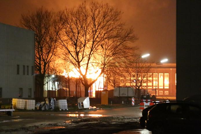 Grote brand op Industriepark Kleefse Waard in Arnhem