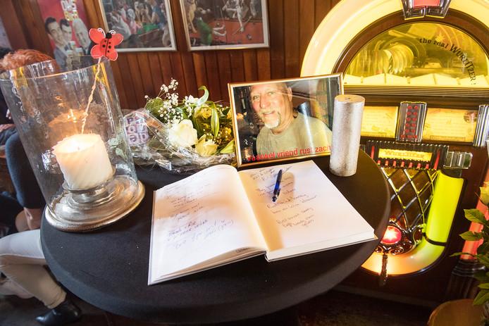 Condoleanceplek voor Berry van den Berg uit Nijmegen na de moord eind april.