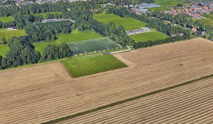 Dubbeldam is nu rechtsboven gevestigd en verhuist naar rechts, rondom het donkergroene kunstgrasveld.