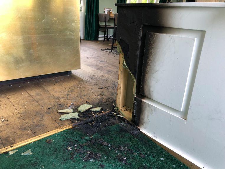 De politie gaat uit van brandstichting in restaurant Murni. In Grand Café Den Brandt werd een explosief gevonden.