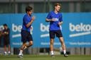 Frenkie de Jong tijdens zijn eerste training bij Barcelona.