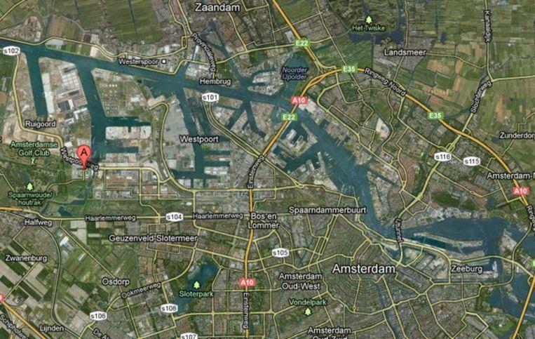 Uitsnede van de kaart van Amsterdam. Bij de markering (A) is het bedrijf Oiltanking gevestigd. Beeld Google Maps