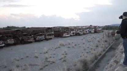 Deze bussen, wagens en motors staan al sinds 1974 onaangeroerd op militaire basis en dat is spookachtig zicht