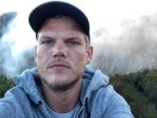 Honderden fans herdenken Avicii in Zweedse kerk