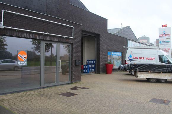 De tattoo-shop van Pommeline komt op de Gentsesteenweg in Erpe tegenover Heco en tussen sierschouwen De Boever en Koen Van Der Vurst.