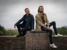 Martin Laamers en Remco Kock signeren op Black Friday boek 'O-o-o-Oranje'