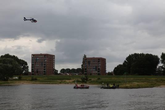 Er is onder meer een helikopter ingezet in de zoektocht naar de drenkeling.