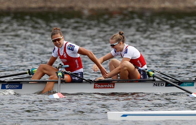 Goud voor Marieke Keijser en Ilse Paulis in de lichte dubbel-twee op het water in Glasgow. Beeld AP