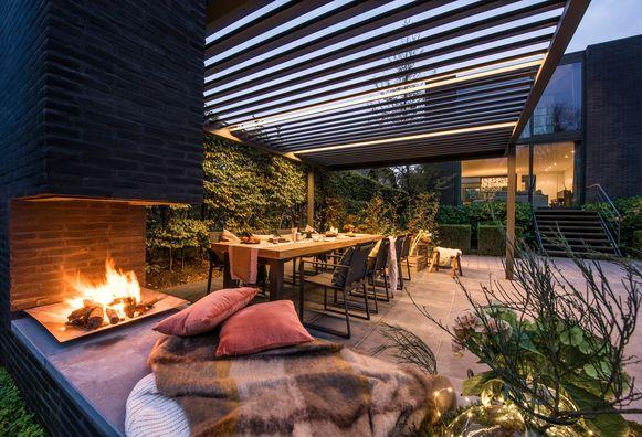 Van verlichting en verwarming tot een gezellige sfeer: zo zorg je voor een gezellig terras tot in de late uurtjes.