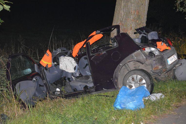 De wagen was na het ongeval rijp voor de schroothoop.