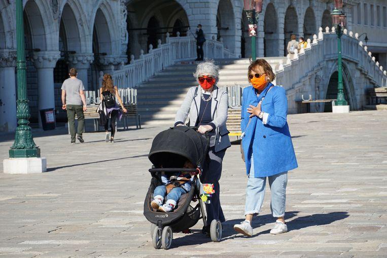 De hordes toeristen zijn verdwenen uit het straatbeeld van Venetië. Beeld EPA