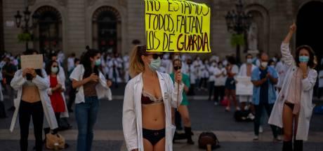 """Grève de médecins en sous-vêtements: """"Ce n'est pas une vocation, c'est de l'exploitation"""""""