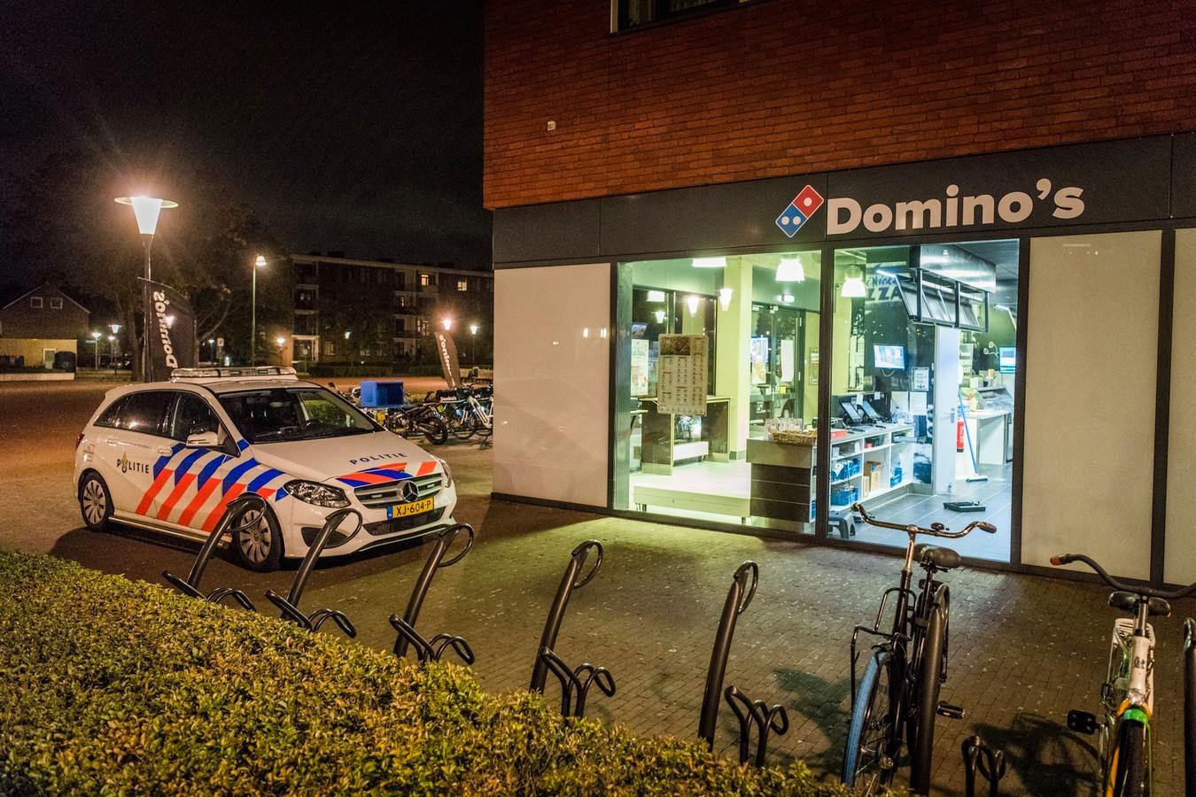 Politie bij de Domino's in Eindhoven.