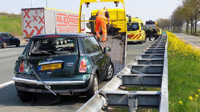 De schade na de kop-staart aanrijding op de A12.