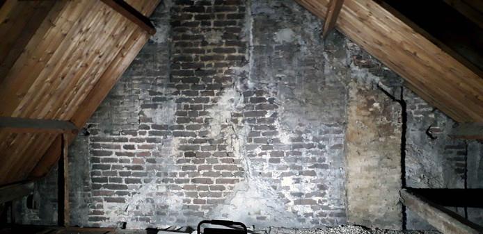De deels historische muur in Wageningen.