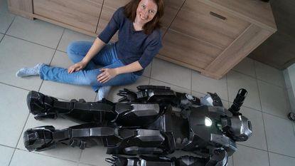 """Liesbeth werkt 400 uur aan cosplaypak: """"Het kostuum aantrekken duurt 20 minuten"""""""