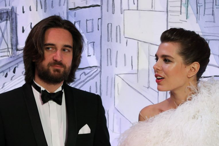Twee maanden na de geboorte van hun zoontje zou Charlotte Casiraghi haar verloving hebben verbroken met Dimitri Rassam.