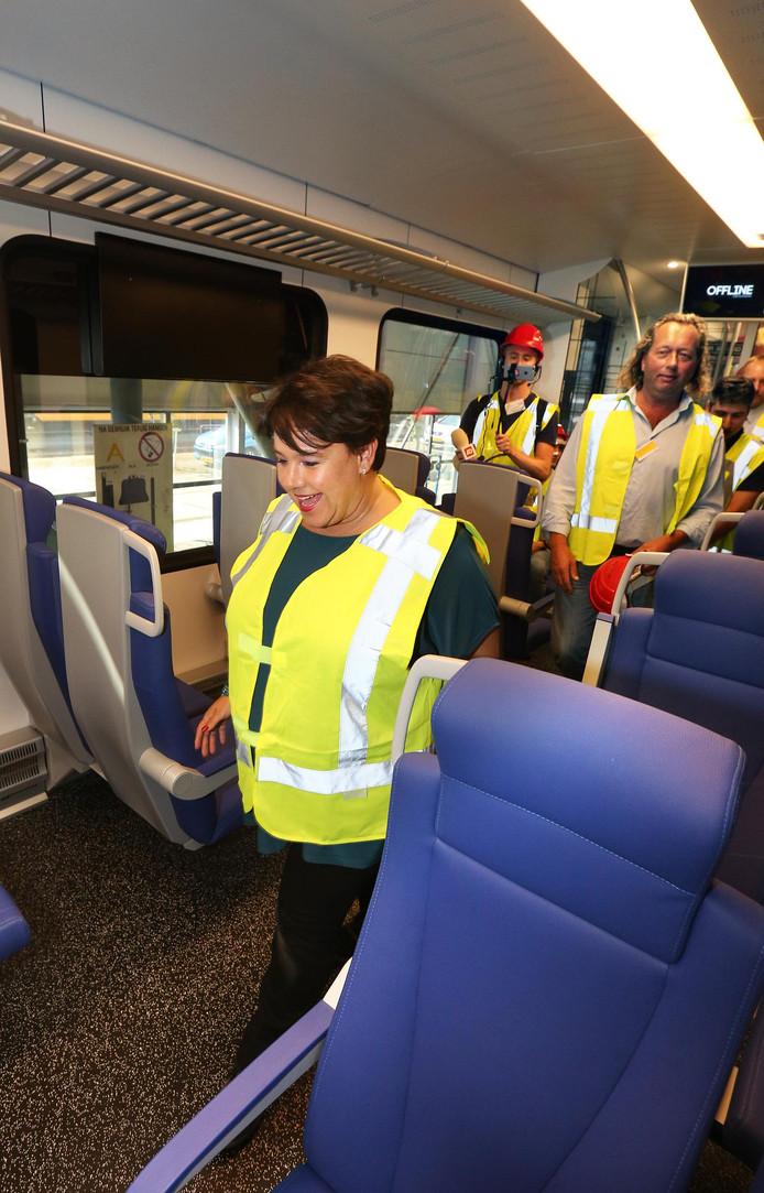 Dijksma in de nieuwe trein