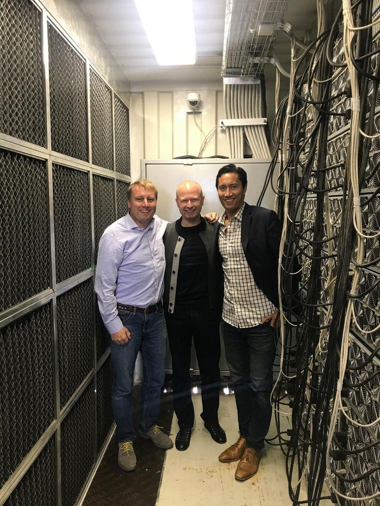 Van der Chijs (links) in een container vol met mining-hardware. Beeld