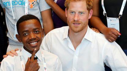 Prins Harry hoopt op jeugd in strijd tegen aids
