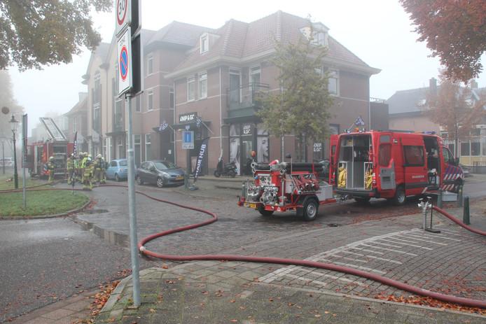 De brandweer moest voor de brand in zorgcentrum Philadelphia aan de Oosterwal in Lochem de straat en een kruispunt afsluiten voor waterwinning.