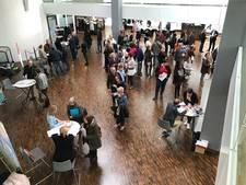 Tweehonderd mensen op zoek naar een baan op banenmarkt Lelystad