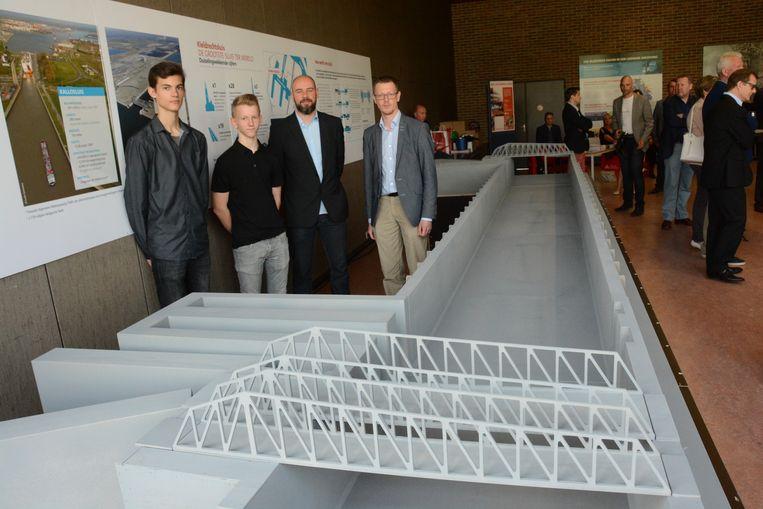 De leerlingen en leerkrachten van het GTI bouwden een indrukwekkend schaalmodel van de Kieldrechtsluis.