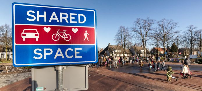 Het Shared Space-plein in Wijbosch oogst nog veel kritiek. Inwoners die hier niet blij mee zijn, kunnen dat in een enquête van de gemeente Meierijstad melden.
