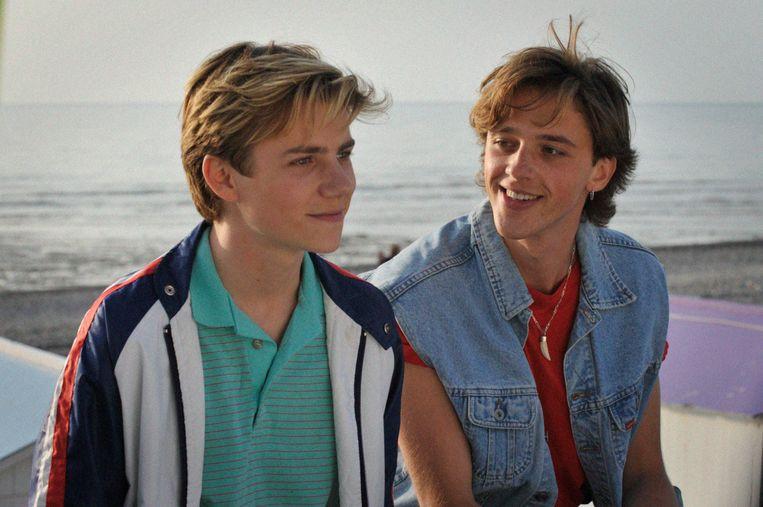 De zestienjarige Alexis (Félix Lefebvre, links) en twee jaar oudere David (Benjamin Voisin) in 'Été 85'. Beeld
