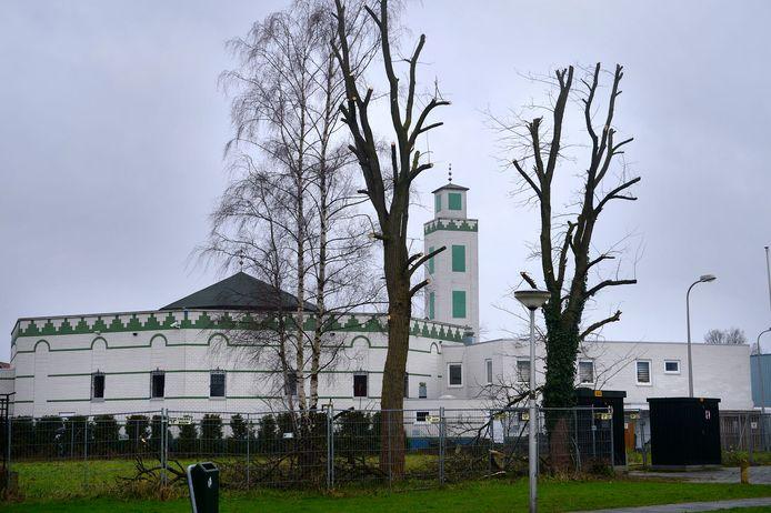 Bij de moskee aan de Tweede Emmastraat in Enschede wilde Pegida van 21 april tot 6 mei elke dag demonstreren.