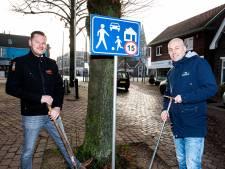 Holtense ondernemers plaatsen eigen borden in de Dorpsstraat tegen hardrijders: 'Een beetje ongehoorzaam'