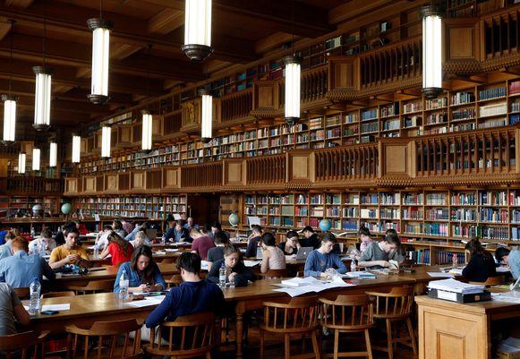 Studenten studeren in de bibliotheek van de KU Leuven.
