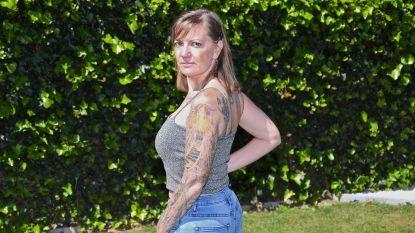 """39 jaar, 1,53 meter en een spierziekte, maar dat weerhoudt Sandy niet van deelname aan Miss Tattoo Belgium: """"Als je iets écht wilt, kan het... ziek of niet"""""""