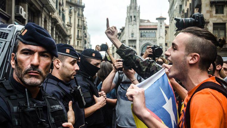 Catalanen demonstreren tegen het geweld van de Spaanse nationale politie, 2 oktober Beeld getty