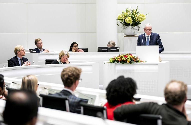 De Haagse gemeenteraad met staand Johan Remkes, sinds zaterdag waarnemend burgemeester. Beeld ANP