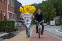 Joeri Cornelis loopt de marathon van Brussel in frietpak en wordt begeleid door ex-profwielrenner Kurt Hovelijnck.