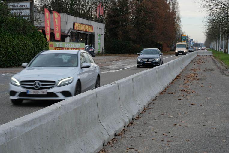 De stad Lier zal wegbeheerder AWV vragen om de nieuwe proefopstelling op de Antwerpsesteenweg bijsturen.