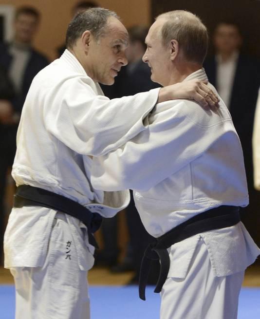 De Russische president tijdens een oefenrondje met de nationale judocoach Ezio Gamba