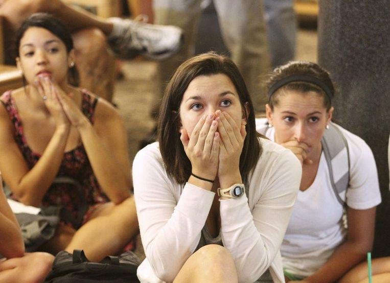 Studenten aan Penn State University vernemen via tv van het vonnis. Beeld reuters