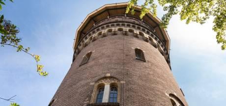 In een watertoren vol verrassingen wonen? Deze staat te koop