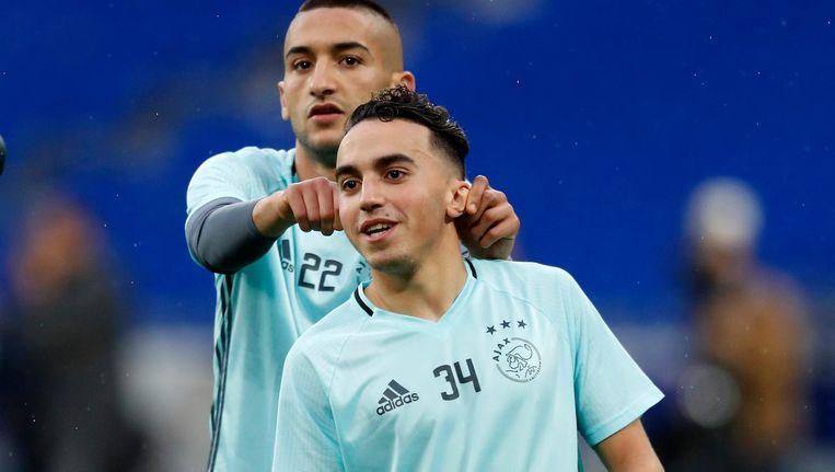 Abdelhak Nouri vorig seizoen tijdens een warming-up met Hakim Ziyech. Beeld Pro Shots
