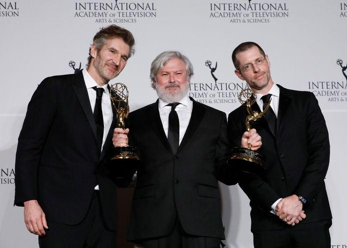 Producers David Benioff en D.B. Weiss (links en rechts) hebben het befaamde shot met de koffiebeker in het laatste seizoen van Game of Thrones misschien wel duizend keer gezien.