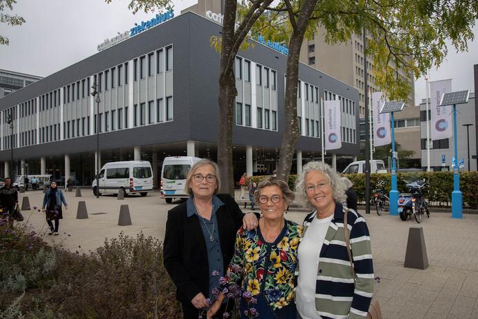Oud-verpleegkundigen Juliëtte Genders, Marianne Honings en Rinie Timmers (vlnr) organiseren een reünie voor de lichting van 1969.