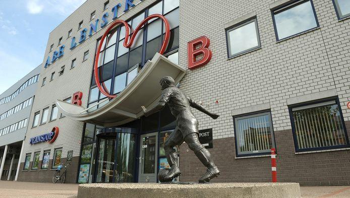 De ingang van het Abe Lenstra Stadion.