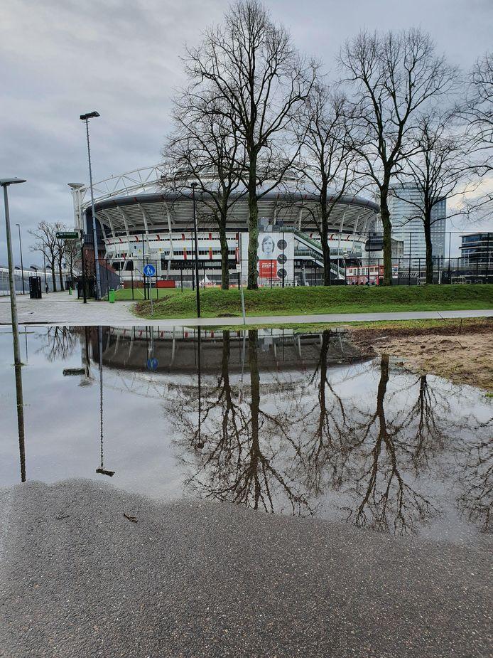 Ook bij de Johan Cruijff Arena heeft het geregend.