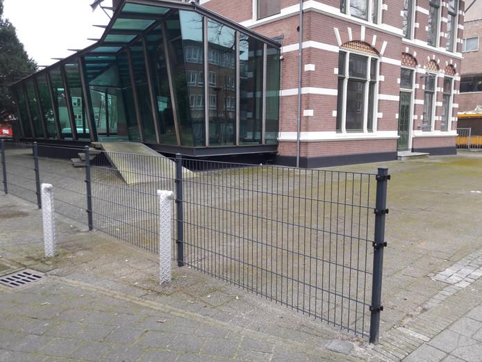 Het omstreden hek rond Villa Härtel.