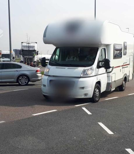 Politie betrapt appende automobilisten bij controle vanuit camper in Flevoland