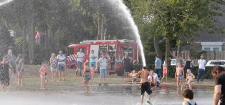 Brandweer zorgt voor verkoeling in Edese wijk