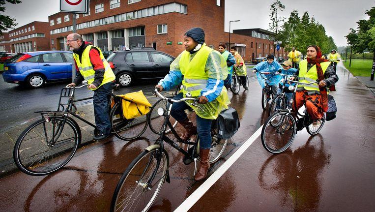 Een van de activiteiten van Kansrijk in het verleden: fietslessen in Zuidoost. Beeld Klaas Fopma (www.klaasfopma.nl)